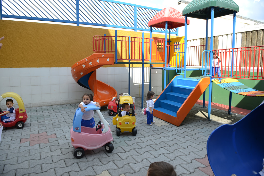 Parque Infantil <a href='/img/galeria/Parque_2.JPG' target='blank'><b style='color:white'>Baixar Foto</b> <img src='img/down-arrow-white.png' style='margin-top:-4px' border='0'></a>